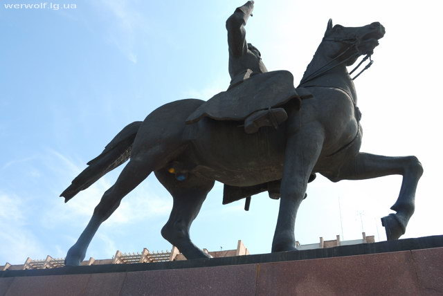 Конь, яйца, Ворошилов